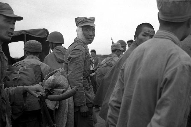 Hình ảnh Trung Quốc 70 năm trước: Những khoảnh khắc còn ám ảnh cho tới ngày nay - Ảnh 16.