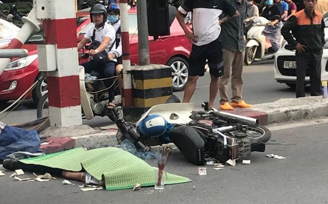 Người đàn ông đi xe máy tử vong do tông vào trụ cầu vượt ở Hà Nội