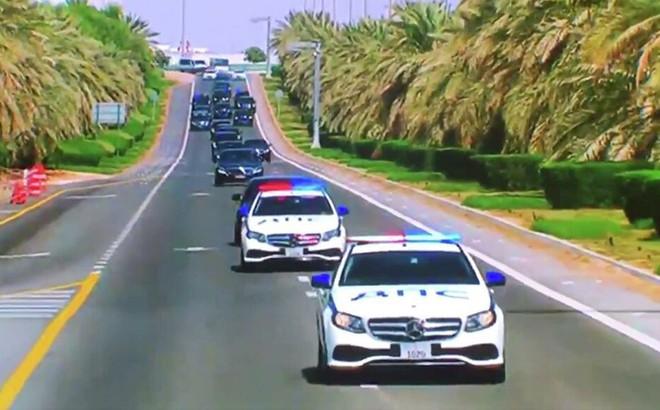 Vì sao UAE sơn màu, dán phù hiệu tiếng Nga trên xe cảnh sát hộ tống ông Putin?