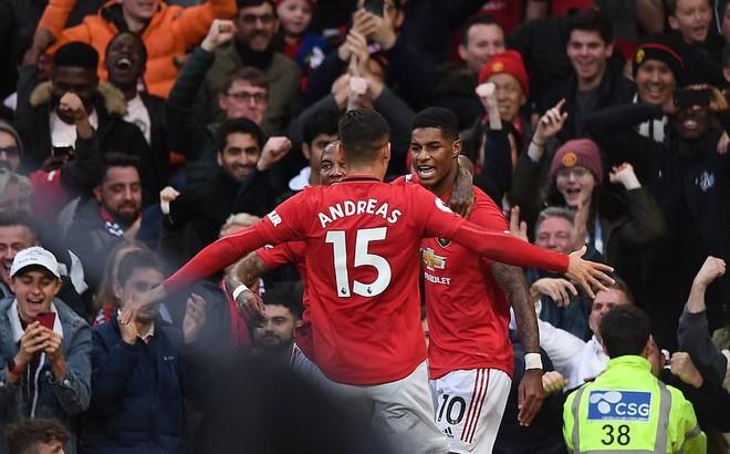 """Xuất thần, Quỷ đỏ chặn đứng Liverpool bằng bàn thắng gợi nhớ pha """"bẻ còi"""" tai tiếng ở V.League"""