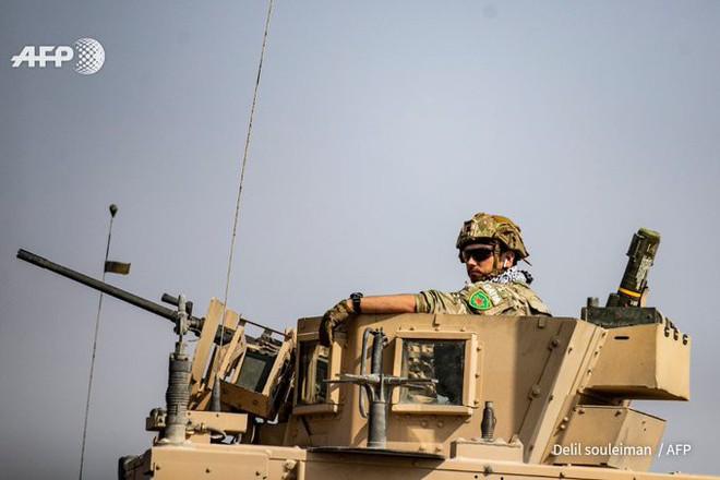 Tháng 10 đen: Ras al-Ain sụp đổ, dân chạy theo quân Mỹ, lính Kurd chĩa súng bắt ở lại? - ảnh 3