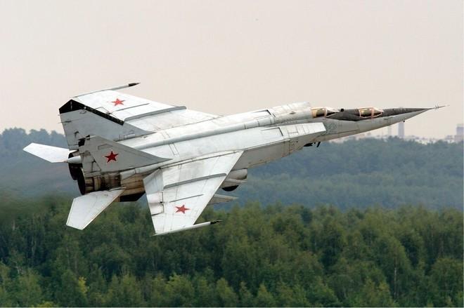 MiG-25 Nga: Tiêm kích đánh chặn nhanh nhất thế giới - Tên lửa Mỹ hít khói - ảnh 2