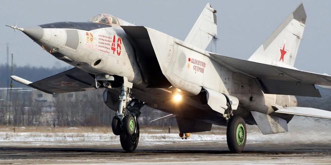 MiG-25 Nga: Tiêm kích đánh chặn nhanh nhất thế giới - Tên lửa Mỹ hít khói - ảnh 1