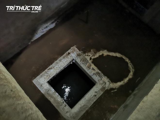 Cận cảnh nước váng dầu ở bể ngầm chung cư cao cấp sau sự cố nước sạch sông Đà nhiễm dầu thải - Ảnh 6.