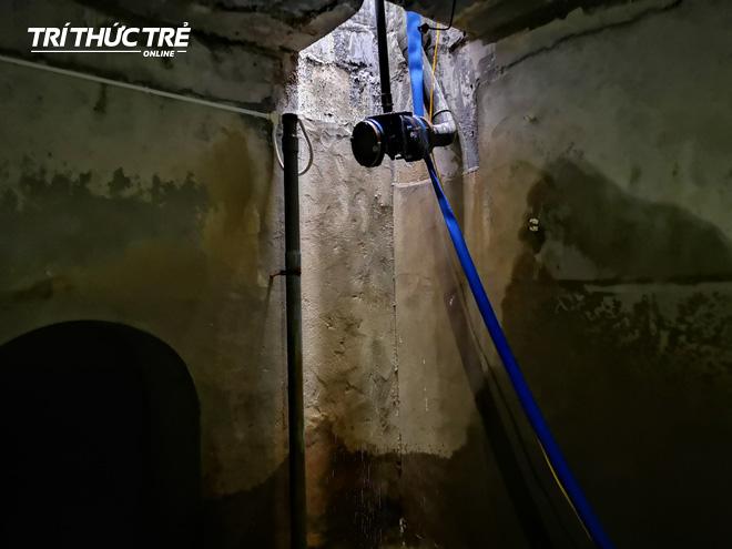 Cận cảnh nước váng dầu ở bể ngầm chung cư cao cấp sau sự cố nước sạch sông Đà nhiễm dầu thải - Ảnh 7.