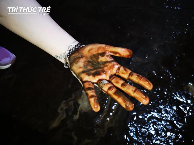 Cận cảnh nước váng dầu ở bể ngầm chung cư cao cấp sau sự cố nước sạch sông Đà nhiễm dầu thải - Ảnh 11.