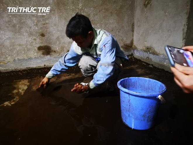 Cận cảnh nước váng dầu ở bể ngầm chung cư cao cấp sau sự cố nước sạch sông Đà nhiễm dầu thải - Ảnh 12.