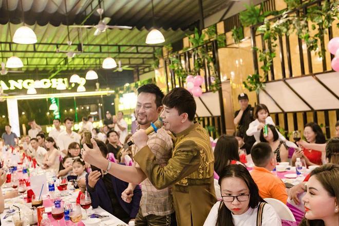 Tổ chức sinh nhật linh đình như đám cưới, Long Nhật khóc khi nhắc tới Vương Bảo Tuấn - ảnh 13