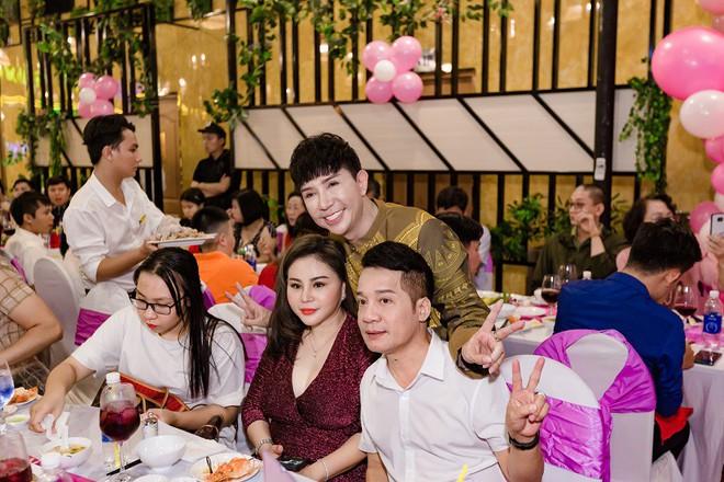 Tổ chức sinh nhật linh đình như đám cưới, Long Nhật khóc khi nhắc tới Vương Bảo Tuấn - ảnh 12