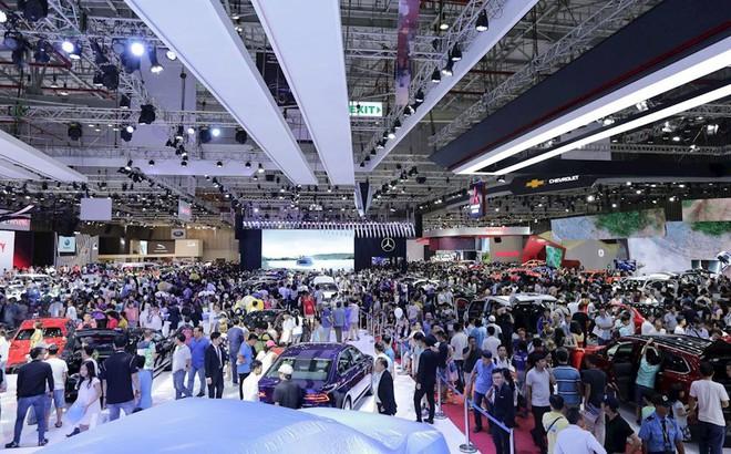 Giá xe ô tô giảm trên diện rộng, khách hàng mua ngay hay chờ giảm tiếp?