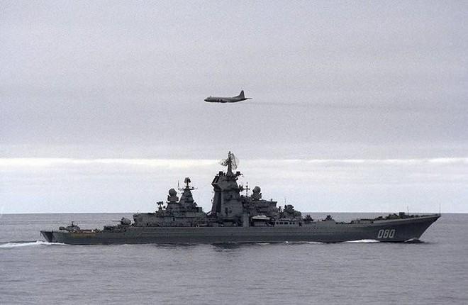 Uy lực đáng sợ tuần dương nguyên tử hạng nặng lớn nhất thế giới của Hải quân Nga - Ảnh 1.