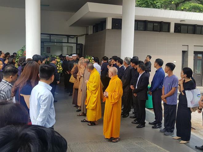 Dòng người nghẹn ngào tiễn biệt Thứ trưởng Lê Hải An - Ảnh 2.