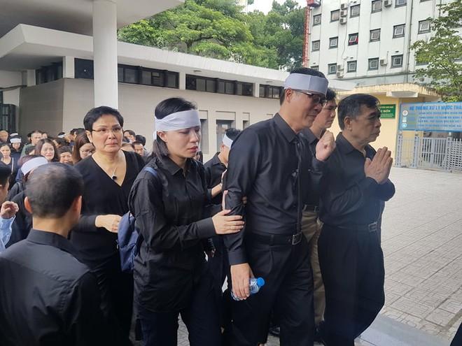 Dòng người nghẹn ngào tiễn biệt Thứ trưởng Lê Hải An - Ảnh 3.