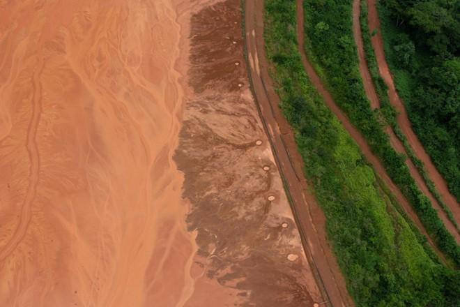 Món hời bô-xít và bức tranh ảm đạm phía sau tham vọng không điểm dừng của TQ tại châu Phi - Ảnh 2.