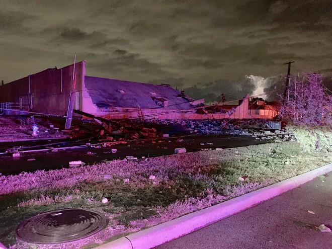 Cảnh tượng như 'ngày tận thế' khi vòi rồng quét qua Texas, Mỹ - ảnh 1