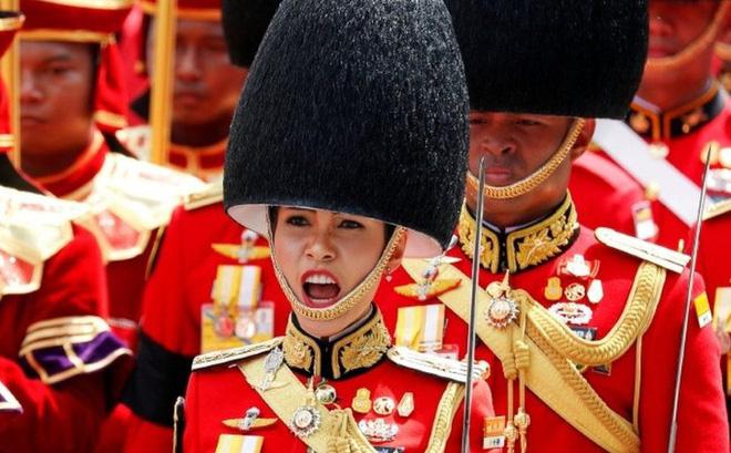 Hoàng quý phi Thái Lan bị phế tước hiệu, quân hàm vì bất trung, mưu đồ giành ngôi Hoàng hậu
