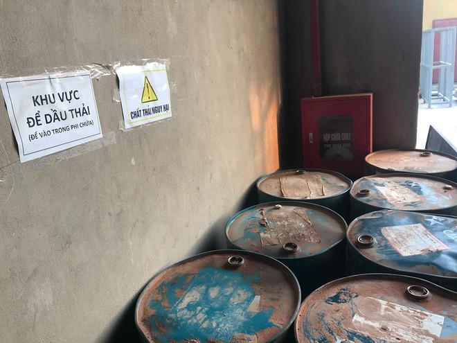 Cận cảnh nơi lưu giữ dầu thải bị tuồn ra đầu độc nước sông Đà của Cty gốm sứ Thanh Hà - Ảnh 7.