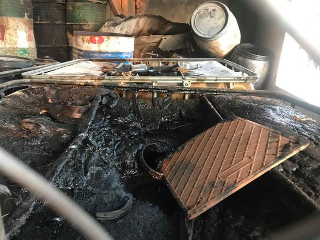 Cận cảnh nơi lưu giữ dầu thải bị tuồn ra đầu độc nước sông Đà của Cty gốm sứ Thanh Hà - Ảnh 15.
