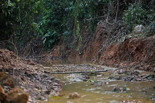Toàn cảnh vụ đổ trộm dầu thải khiến người dân lao đao khát nước sạch - Ảnh 14.