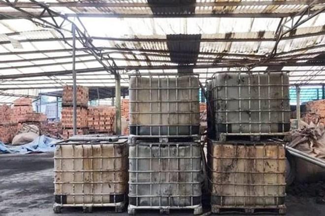 Toàn cảnh vụ đổ trộm dầu thải khiến người dân lao đao khát nước sạch - Ảnh 15.