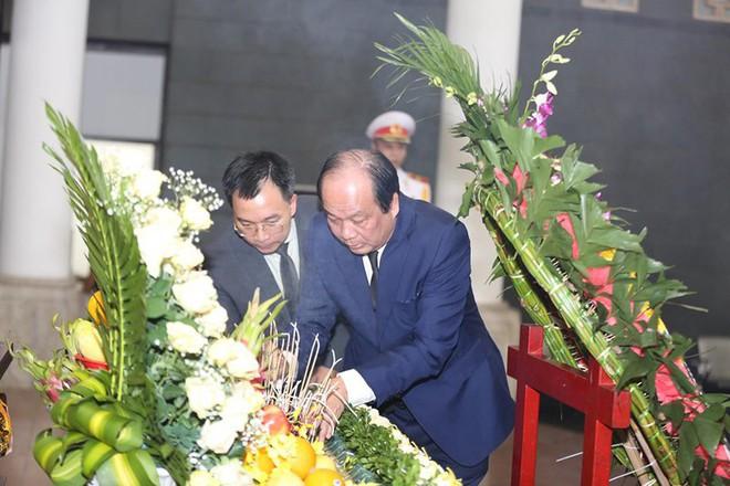 Dòng người nghẹn ngào tiễn biệt Thứ trưởng Lê Hải An - Ảnh 4.