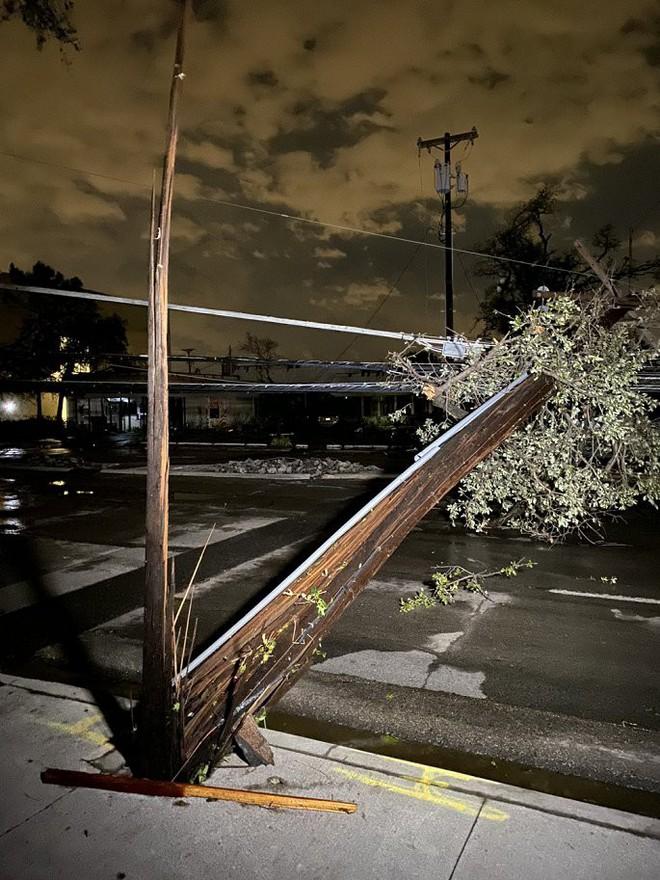 Cảnh tượng như 'ngày tận thế' khi vòi rồng quét qua Texas, Mỹ - ảnh 3