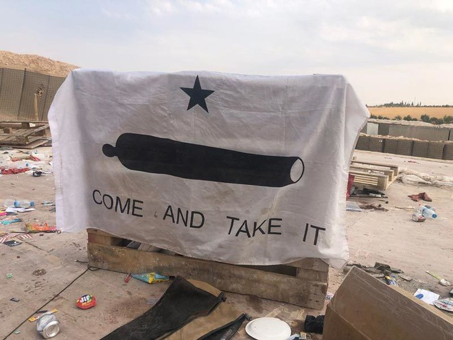 Cảnh tan hoang sau khi Mỹ tự đánh bom căn cứ của mình ở Syria - Ảnh 4.
