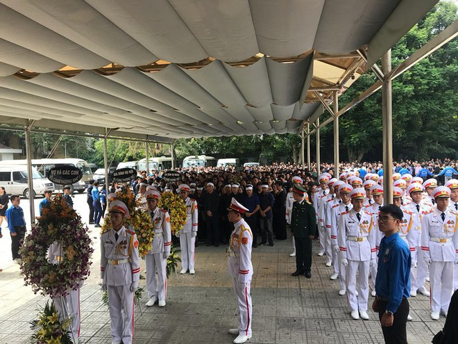 Dòng người nghẹn ngào tiễn biệt Thứ trưởng Lê Hải An - Ảnh 6.