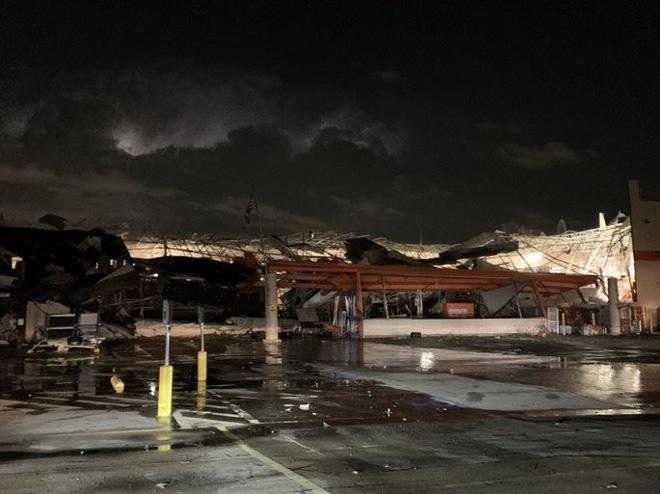 Cảnh tượng như 'ngày tận thế' khi vòi rồng quét qua Texas, Mỹ - ảnh 6