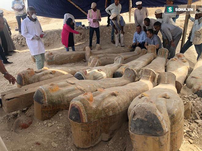 Nhà khảo cổ học phát hiện 20 cỗ quan tài Ai Cập cổ đại: Được bảo quản tốt hiếm có - ảnh 1