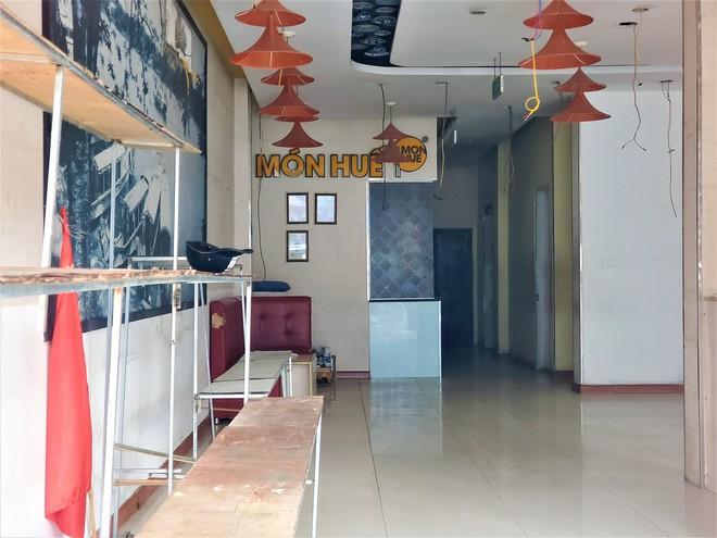 Cảnh hoang lạnh, đổ nát của loạt nhà hàng Món Huế, Phở Ông Hùng ở Hà Nội sau tin quỵt tiền - Ảnh 7.