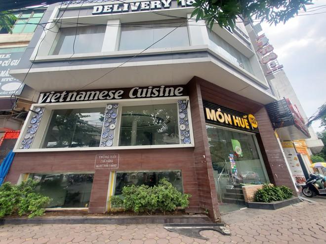 Cảnh hoang lạnh, đổ nát của loạt nhà hàng Món Huế, Phở Ông Hùng ở Hà Nội sau tin quỵt tiền - Ảnh 2.