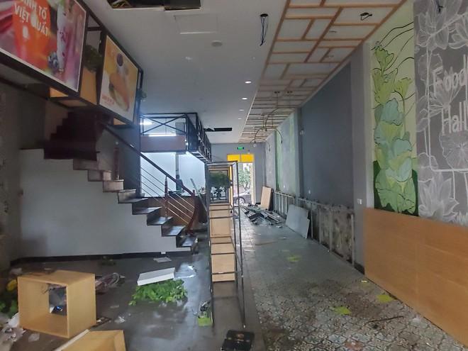 Cảnh hoang lạnh, đổ nát của loạt nhà hàng Món Huế, Phở Ông Hùng ở Hà Nội sau tin quỵt tiền - Ảnh 14.