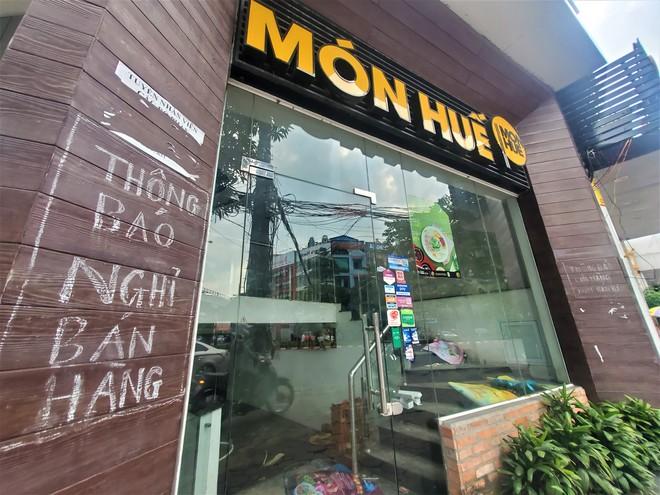Cảnh hoang lạnh, đổ nát của loạt nhà hàng Món Huế, Phở Ông Hùng ở Hà Nội sau tin quỵt tiền - Ảnh 3.