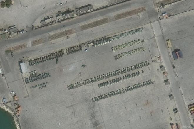 Xe tăng, thiết giáp Nga ùn ùn đổ vào Syria: Lô vũ khí khủng - Ảnh 1.