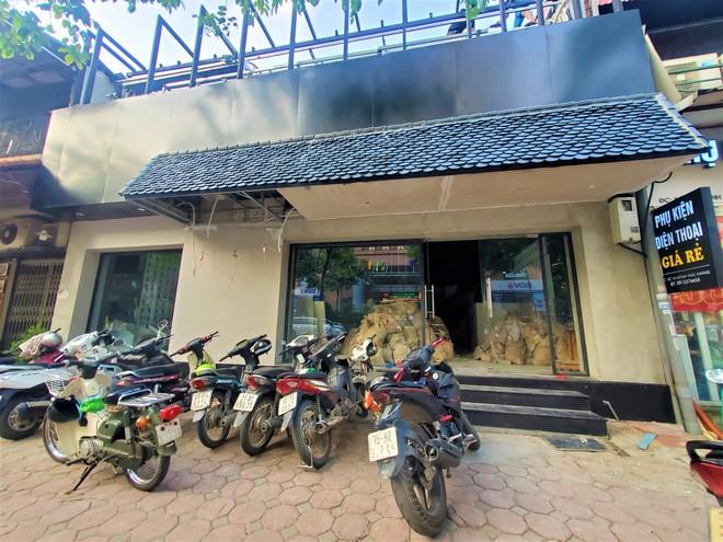 Cảnh hoang lạnh, đổ nát của loạt nhà hàng Món Huế, Phở Ông Hùng ở Hà Nội sau tin quỵt tiền - Ảnh 9.