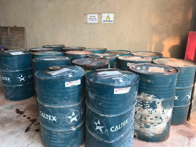 Cận cảnh nơi lưu giữ dầu thải bị tuồn ra đầu độc nước sông Đà của Cty gốm sứ Thanh Hà - Ảnh 8.