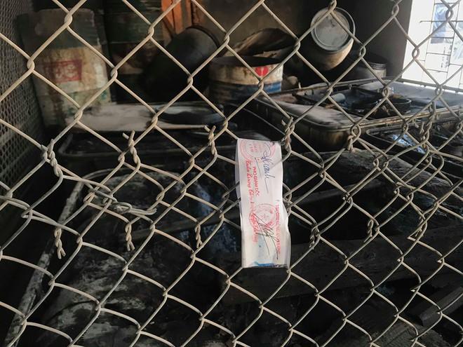 Cận cảnh nơi lưu giữ dầu thải bị tuồn ra đầu độc nước sông Đà của Cty gốm sứ Thanh Hà - Ảnh 12.
