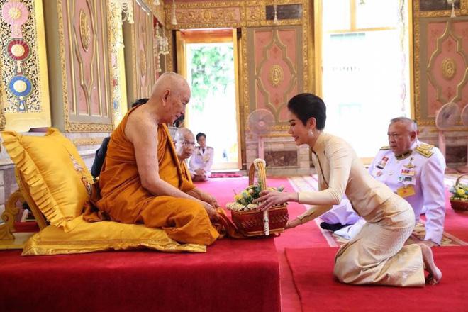 Hồng nhan bạc phận: Vẻ đẹp nao lòng của Hoàng quý phi Thái Lan mới bị phế truất - Ảnh 8.