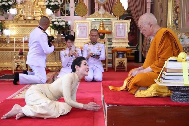 Hồng nhan bạc phận: Vẻ đẹp nao lòng của Hoàng quý phi Thái Lan mới bị phế truất - Ảnh 9.