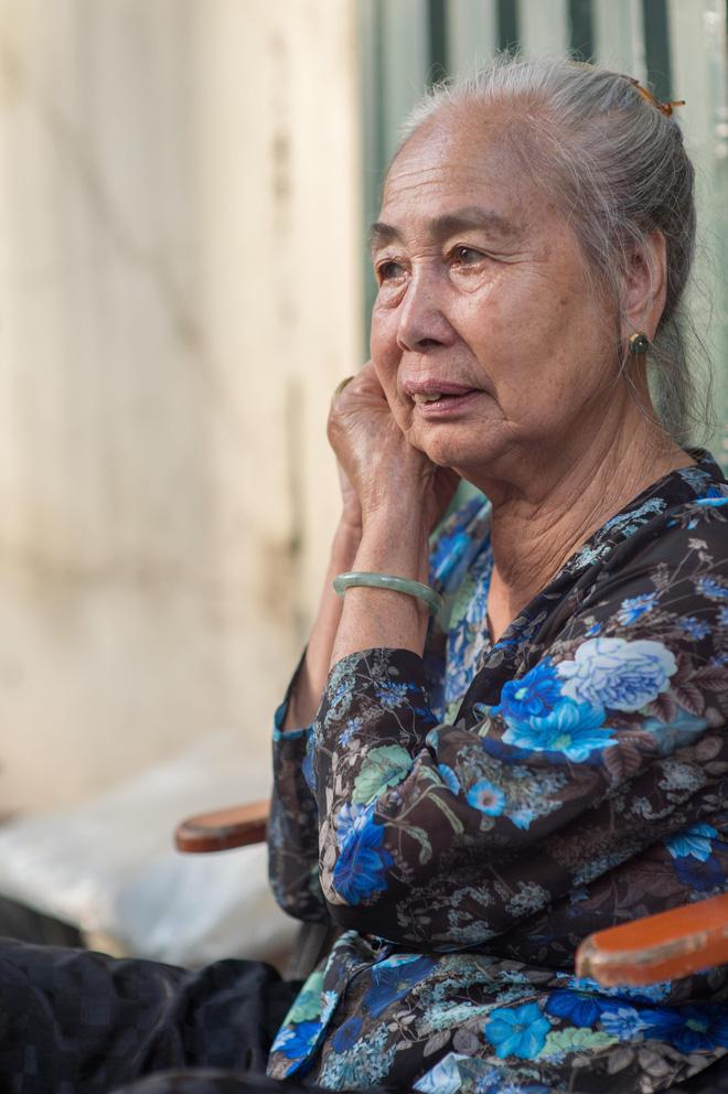 Triết lý sung sướng phụ nữ hiện đại nào cũng phải học từ cụ bà 81 tuổi bán hoa gói lá 70 năm ở góc chợ Đồng Xuân - Ảnh 18.