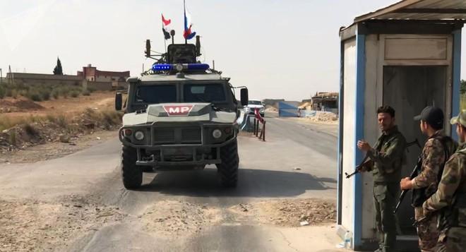 Xe quân sự Nga rầm rập tiến về Đông Bắc Syria - Người Kurd không rút nhanh sẽ bị đánh tơi tả - Ảnh 2.