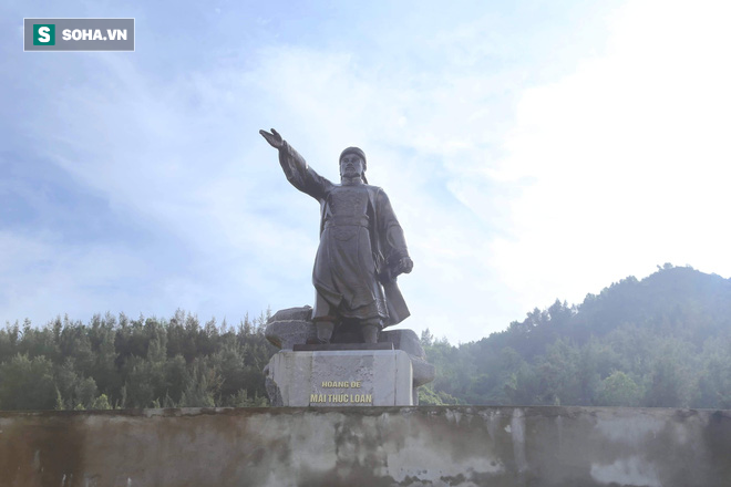 Hà Tĩnh: Quảng trường hàng chục tỷ đồng hoang tàn, thành khu chăn bò cho trẻ nhỏ - Ảnh 6.
