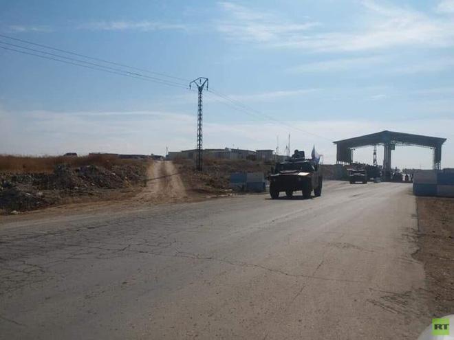 Xe quân sự Nga rầm rập tiến về Đông Bắc Syria - Người Kurd không rút nhanh sẽ bị đánh tơi tả - Ảnh 4.