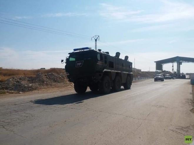 Xe quân sự Nga rầm rập tiến về Đông Bắc Syria - Người Kurd không rút nhanh sẽ bị đánh tơi tả - Ảnh 3.