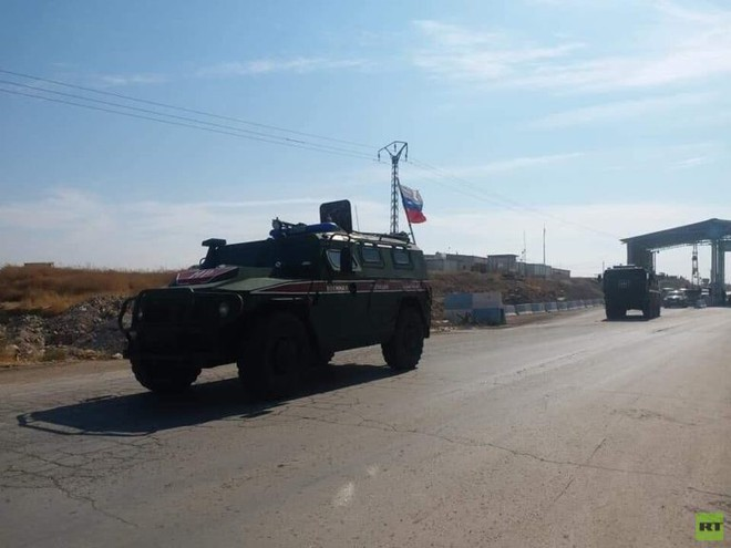 Xe quân sự Nga rầm rập tiến về Đông Bắc Syria - Người Kurd không rút nhanh sẽ bị đánh tơi tả - Ảnh 5.