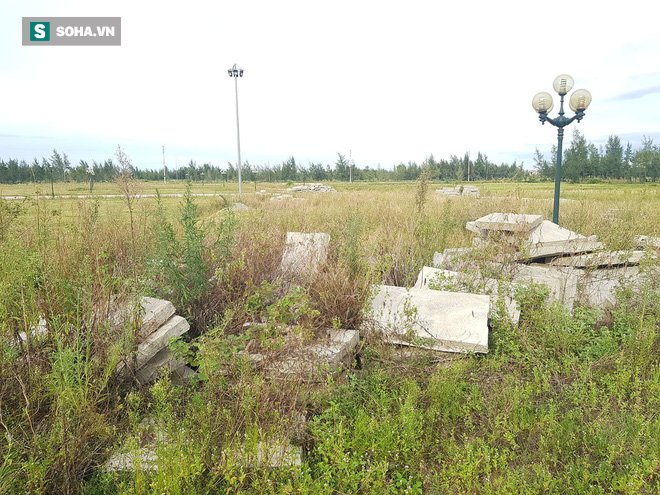 Hà Tĩnh: Quảng trường hàng chục tỷ đồng hoang tàn, thành khu chăn bò cho trẻ nhỏ - Ảnh 19.
