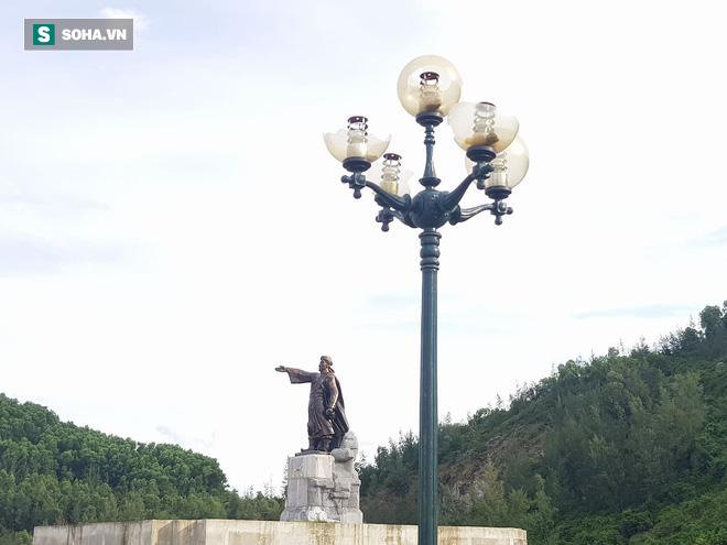 Hà Tĩnh: Quảng trường hàng chục tỷ đồng hoang tàn, thành khu chăn bò cho trẻ nhỏ - ảnh 18