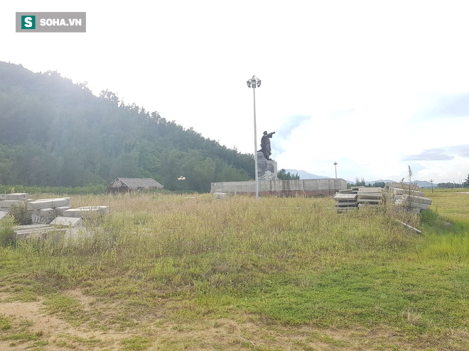 Hà Tĩnh: Quảng trường hàng chục tỷ đồng hoang tàn, thành khu chăn bò cho trẻ nhỏ - ảnh 4