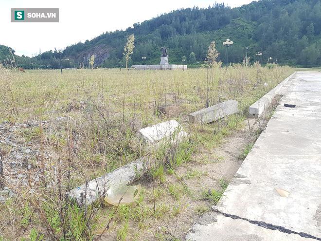 Hà Tĩnh: Quảng trường hàng chục tỷ đồng hoang tàn, thành khu chăn bò cho trẻ nhỏ - ảnh 20